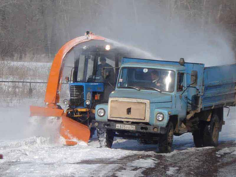 Чистка дороги от снега трактором МТЗ