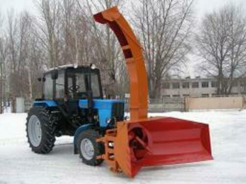 Трактор МТЗ 82 и снегоочистителем ЕМ 800