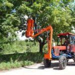 трактор с высотной пилой