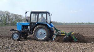 МТЗ 82 на полевых работах